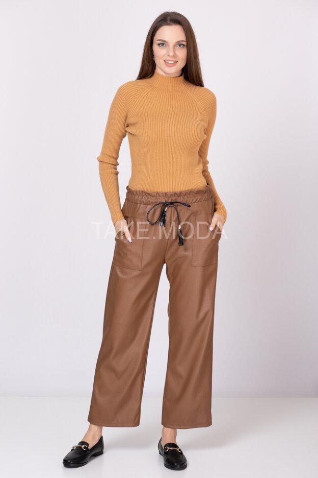 Свободные прямые брюки из мягкой эко кожи