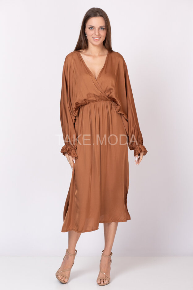 Вискозное платье с рукавом летучая мышь
