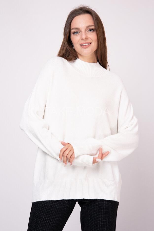 Однотонный трикотажный свитер с воротником стойка