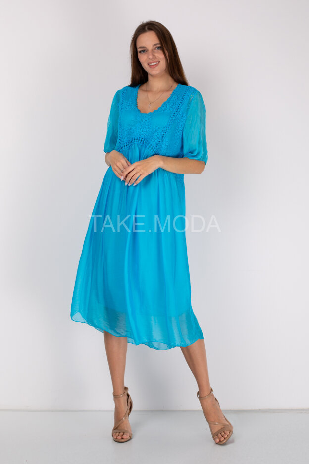 Шелковое платье с ажурными вставками