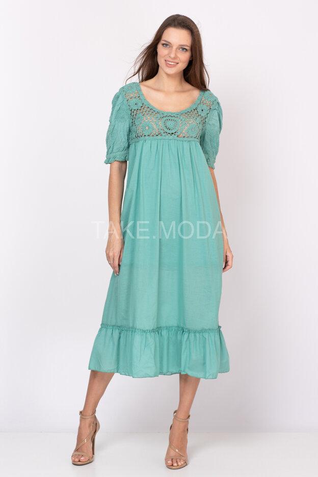Платье украшенное ажурной вязкой